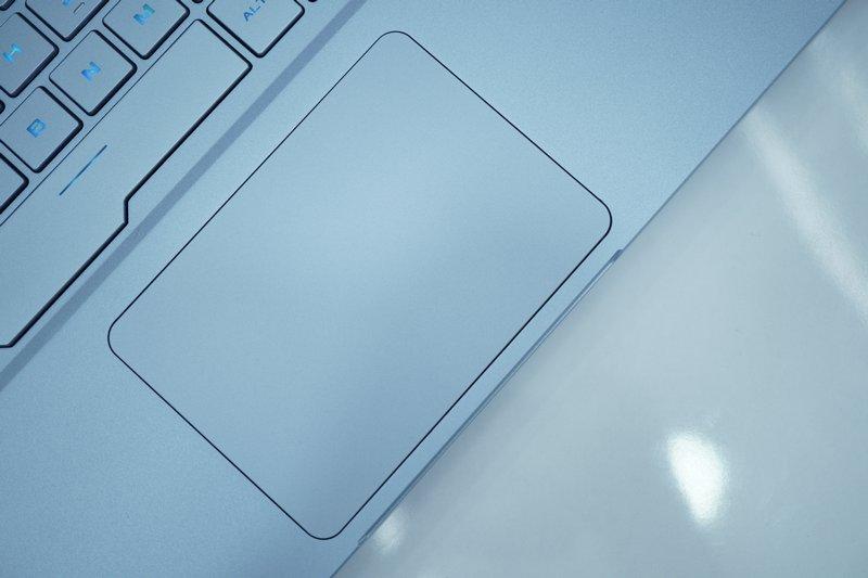 Desain Asus ROG Zephyrus S GX502GW Glacier Blue
