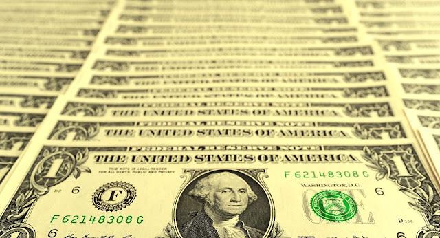 بعد رحلة الانهيار... الدولار يعاود الارتفاع أمام الجنيه المصري