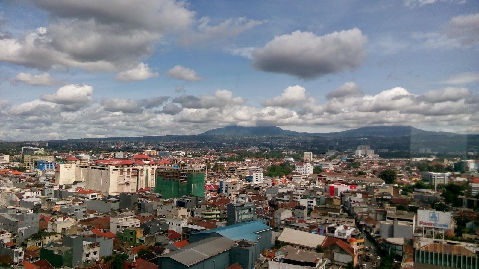 cara melihat kota bandung Dari atas ketinggian, view gunung tangkuban perahu dari atas menara masjid raya