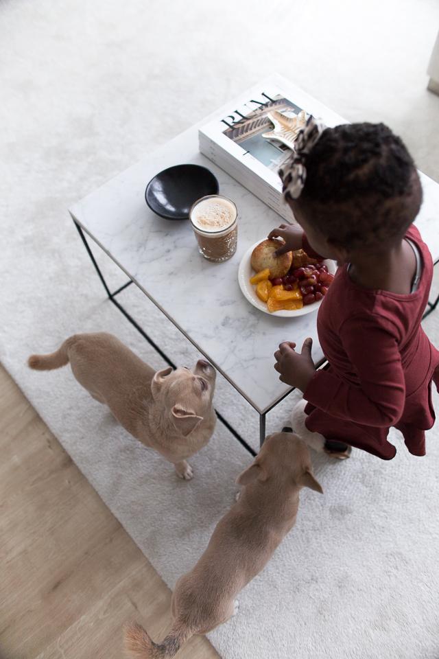 arki, Villa H, välipala, koirat, lapset, tytär