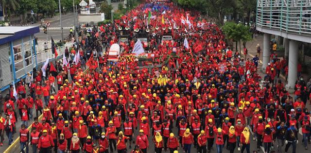 Massa Buruh Bubarkan Diri Usai Pimpinannya Ditemui Pejabat MK