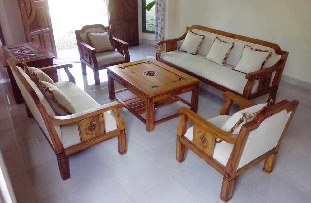 12 Model Kursi Kayu Untuk Ruang Tamu