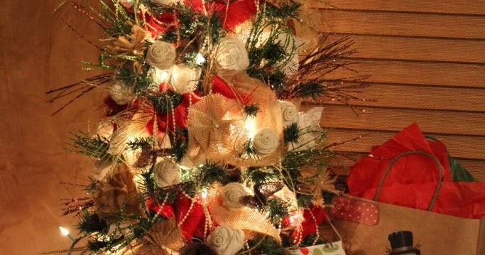 GypsyFarmGirl: A Burlap And Lace Christmas Tree