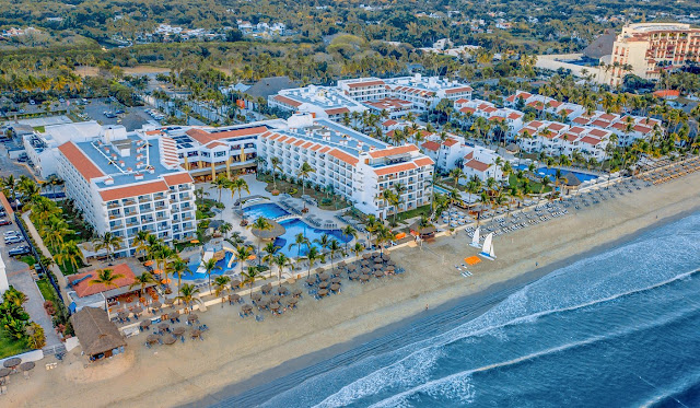 Marival Emotions Resort & Suites Nuevo Vallarta is an All Inclusive beach hotel, in the Riviera Nayarit. Featuring brunch buffets to a la carte exclusive gourmet cuisine, tis resort has all the things you enjoy, with a finer touch.