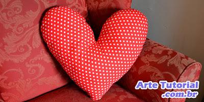 Passo a passo de como fazer almofada em formato de coração com tecido reciclado