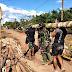 Sertu Suryandi Memimpin Personil Satgas TMMD ke 111 Dalam Membuat Jembatan Darurat