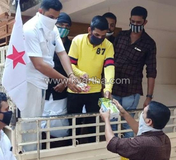 Thalassery, News, Kerala, sales, Ice cream, Chief Minister, DYFI workers selling ice cream for Chief Minister's Relief Fund