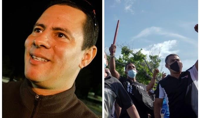 Israel Rojas y su grupo Buena Fe, están en la calle dando palos a los manifestantes