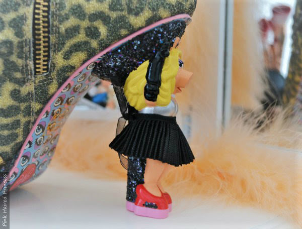 Miss Piggy side view of heel with black skirt and arm outstretched