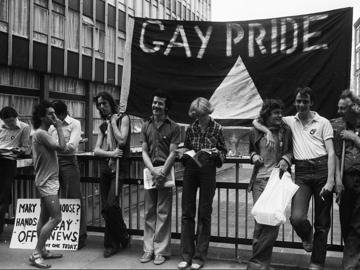 gay rights movement 1960s essay Gay rights movement: gay rights movement, civil rights movement that advocates equal rights for gay men, lesbians, bisexuals, and transsexuals seeks to eliminate sodomy laws barring homosexual acts between consenting adults and calls for an end to discrimination against gay men and lesbians in employment, credit.
