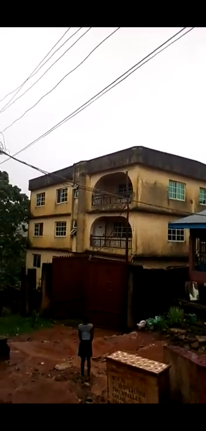 See how a full building collapsed in seconds