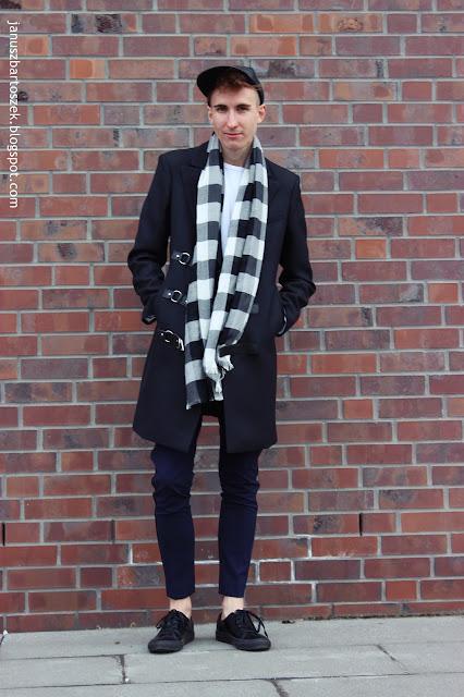 Outfit czarny płaszcz Zara & spodnie z lampasami H&M