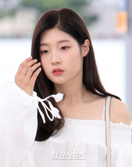 DIA Chaeyeon's Simple & Nice Airport Fashion! : Daily