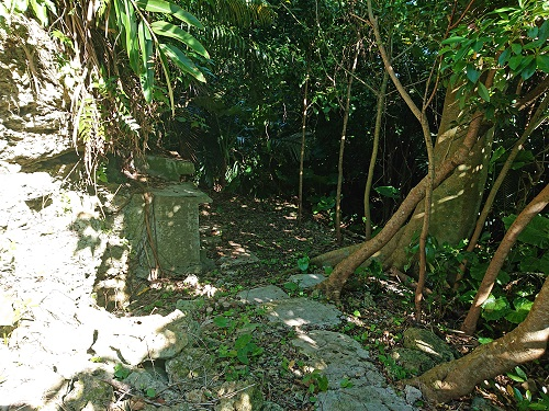 江洲グスク(江洲城跡)の古墓の写真