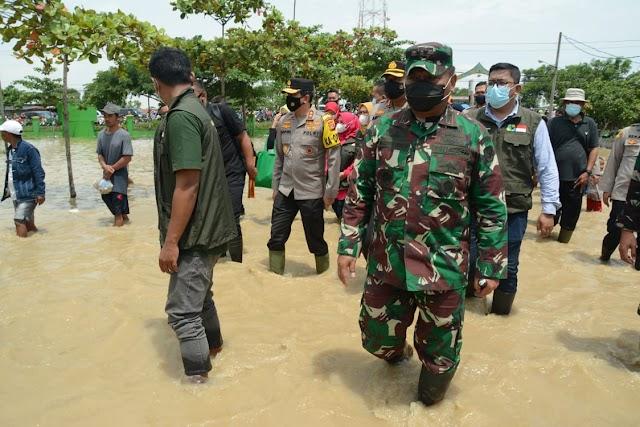Banjir Bandang Di Subang, Pangdam III/Slw Intruksikan Perbanyak Dapur Lapangan Dan Tambahan LCR