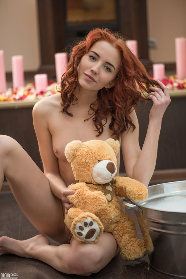 [AmourAngels] Molly - Play With ToyReal Street Angels