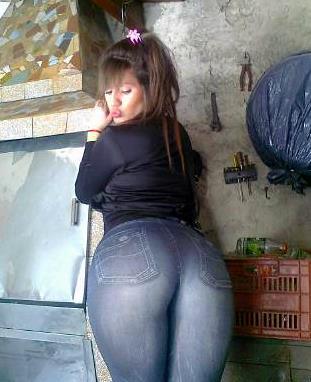 Nenita con culazo en jeans sin bolsas - 3 1