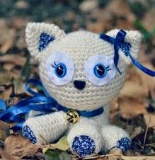http://translate.google.es/translate?hl=es&sl=auto&tl=es&u=http%3A%2F%2Fkitty-pixels.deviantart.com%2Fart%2FJacinthe-Cat-amigurumi-with-pattern-456066029