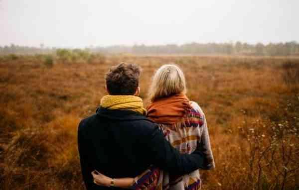 7 Tanda Dia yang Jauh Di Sana Memang Layak Kamu Tunggu, Lapangkan Hatimu