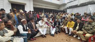 Jaunpur  रविकिशन के घर पहुंचे सांसद बीपी सरोज, जताया शोक
