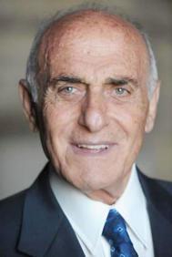 """""""ملك الضفة الغربية"""".. رجل الأعمال الفلسطيني منيب المصري"""