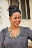 Actress Mumaith Khan Pictures at Thikka First Look Launch  0006.JPG