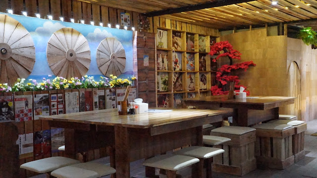Interior bagian dalam Mokuzai Cafe Pontianak