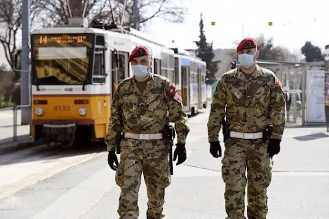 Koronavírus: a szellemvárossá változott Budapest utcáin csak a rendőrök járőröznek