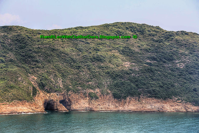 Caves, hexagonal volcanic tuff, columnar joints, Sai Kun Country Park, Hong Kong