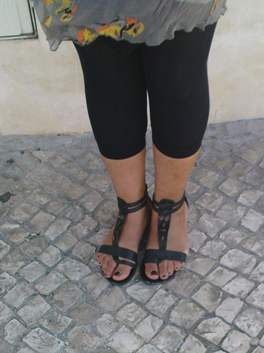 632ddf9aaa6b1 Legs and Feet on the Street: Black sandals and leggings