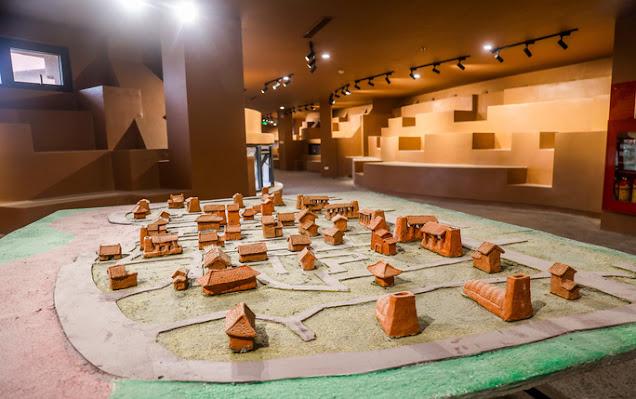 Khu vực trưng bày mô hình làng gốm cổ