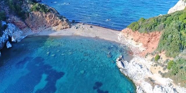 Η δίδυμη παραλία των ερωτευμένων στην Εύβοια