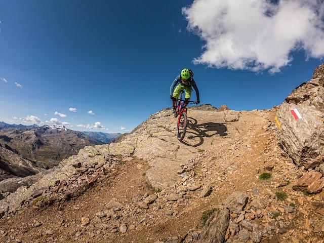 Mountainbike Tour: Bivacco Battaglione Skiatori Monte Ortles Mt. 3120 mü.A. - Cima di Vallumbrina 3220 m.ü.A