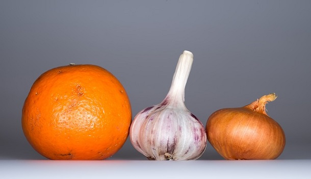 منها الثوم والبرتقال.. أغذية تعزز خصوبة المرأة