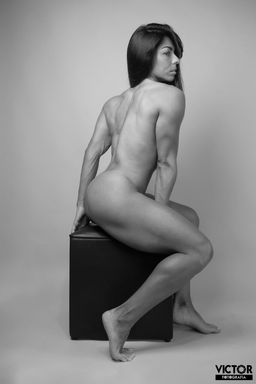 Atleta Carla Carra posa nua para ensaio artístico. Foto: Victor Catinin