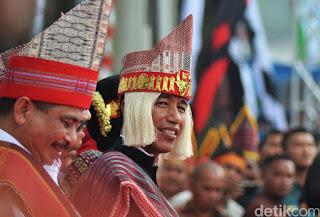 Penulis Status Olok-olok Jokowi Terkait Pakaian Adat Samosir di Facebook Dipolisikan