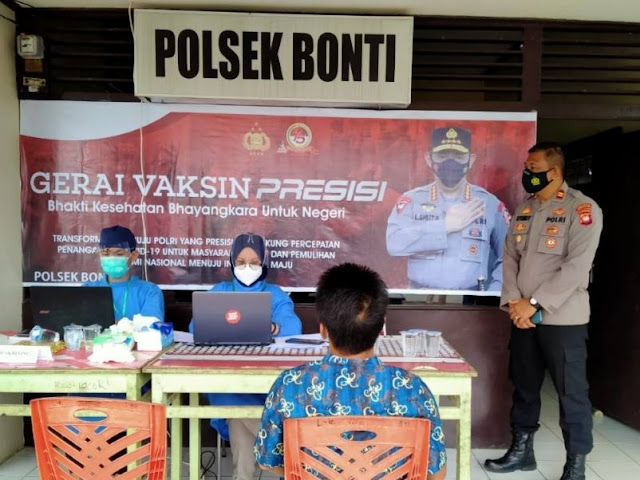 Polsek Bonti melaksanakan Vaksinasi Massal