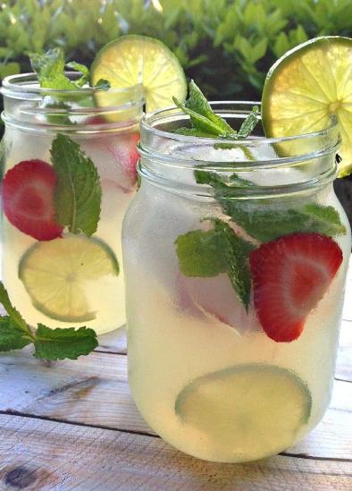 REFRESHING SUMMER VODKA MINT LEMONADE COCKTAIL #cocktail #drink
