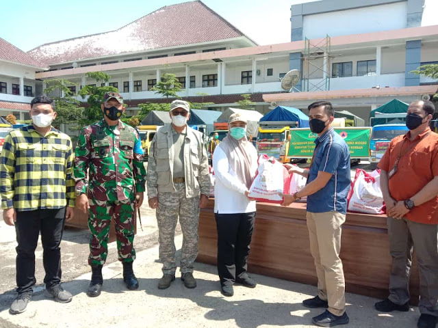Gubernur NTB serahkan bantuan Banjir Bima