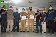 KPU Inhil Berikan Penghargaan 2 kecamatan Aktif dan paling baik dalam data pemilih