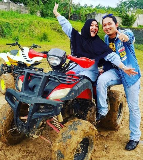 "Kisah Sulis ""Cinta Rasul""; Menikah 2014, Kini Miliki Anak Usia 7 Tahun"