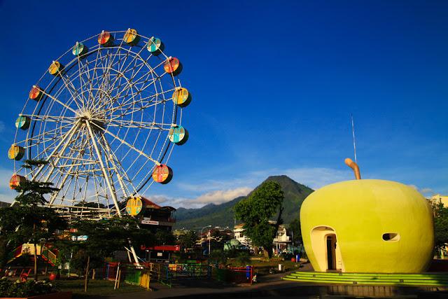 Top 10 Alun-Alun Keren di Indonesia