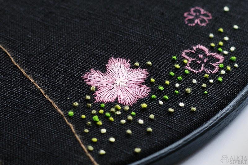 aliciasivert alicia sivertsson sivert broderi embroidery fritt frihandsbroderi needlework handicraft textile art textilkonst textil konst konstsömnad hantverk handarbete starling bird fågel stare i praktdräkt körsbärsblom cherry blossom