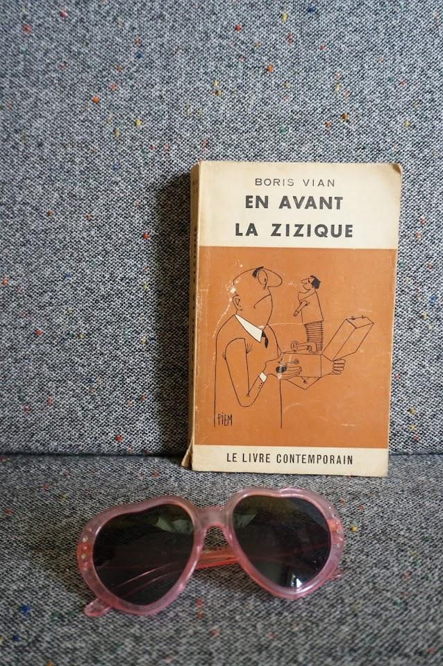 En avant la zizique de Boris Vian, 1ère édition de 1958  les lunettes de soleil de Dolorès Haze