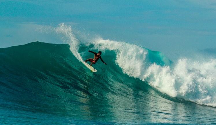 Surfing di Pulau Merah