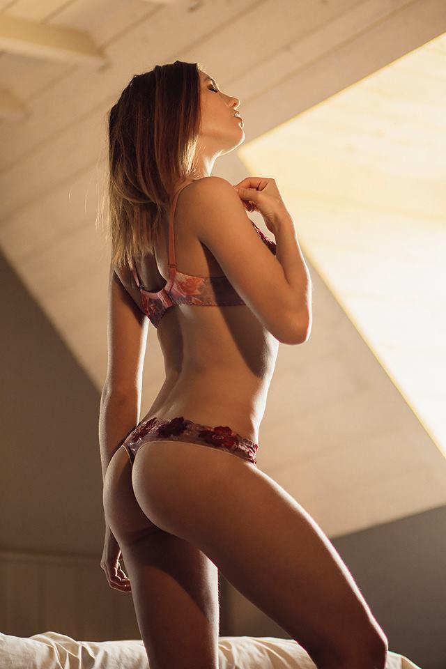 sexy asian girls bikini pics 03