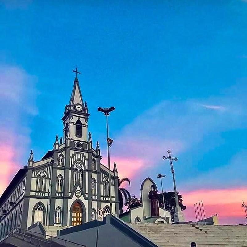 Indivíduo tenta arrebentar cofre de doações do Santuário de São Benedito em Pedreiras