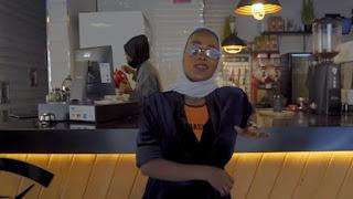 """كليب """"أنا بنت مكة"""" يثير الجدل في السعودية ويمنع من العرض"""