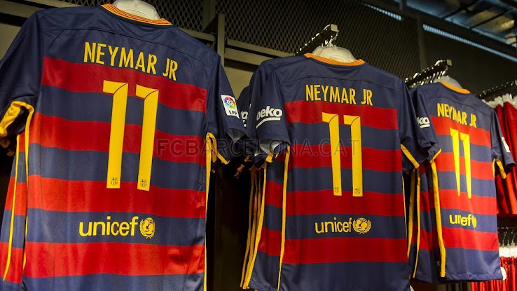 Barcelona this week released the new Barcelona 2015-16 Home and Away Kits  by Nike. The new Nike Barcelona 15-16 Home Jersey boasts hoops for the  first time ... 92ca273c9