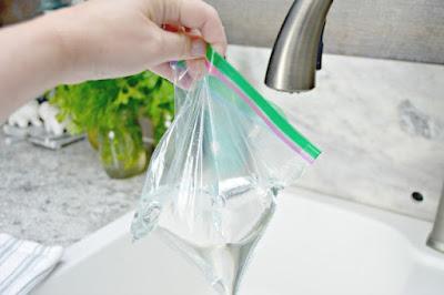 Tẩy vòi rửa bằng giấm